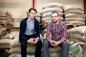 Michael René smagsevaluerer kaffe